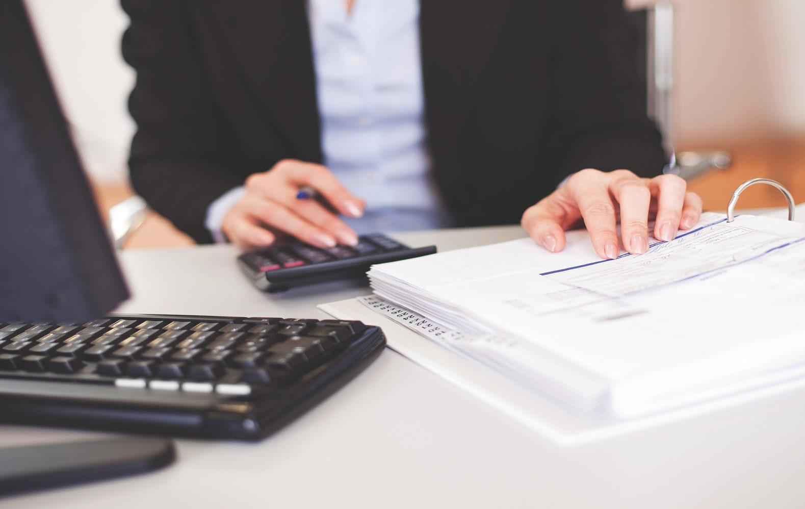 Где найти специалистов для выполнения временных задач по решению юридических и финансовых проблем
