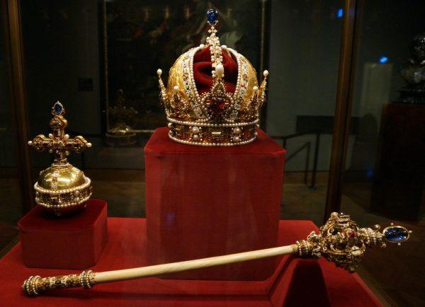 Монархия: определение, виды и особенности