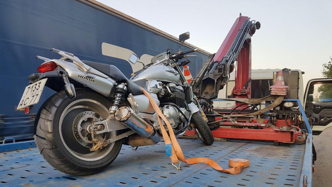 Эвакуация мотоцикла на штраф стоянку. Что делать?